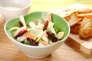 Sałatka z pieczonym burakiem i serem feta