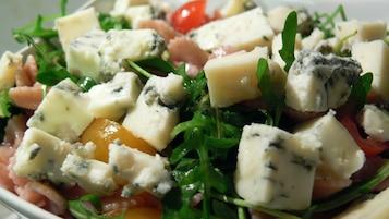 Sałatka z rukolą i serem gorgonzola
