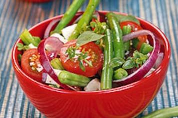 Sałatka z zielonej fasolki i pomidorów