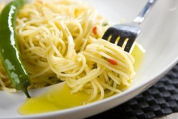 Spaghetti z czosnkiem i czuszką