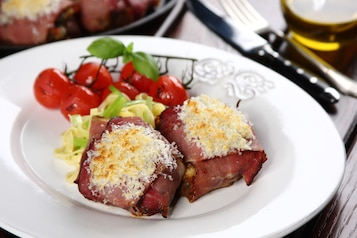 Steki wołowe z polędwicy z pieczonymi warzywami