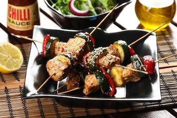 Szaszłyki z grilla z orientalnym tuńczykiem