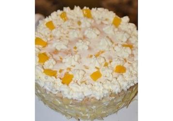 Tort śmietankowo-brzoskwiniowy