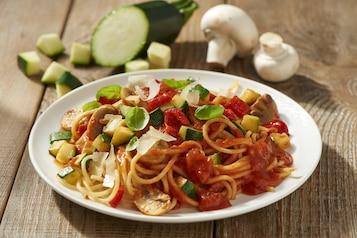 Spaghetti bolognese z warzywami i grzybami
