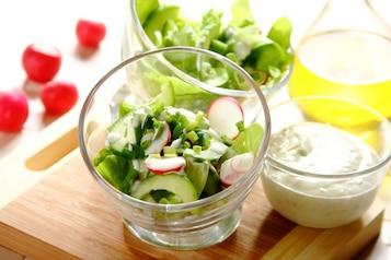 Wiosenna sałata ze szczypiorkiem