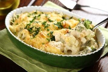 Zapiekane brokuły z kalafiorem w sosie serowym