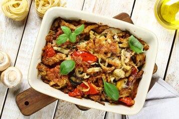 Zapiekanka makaronowa z warzywami i grillowanym kurczakiem