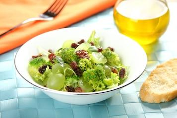 Sałatka z winogronem