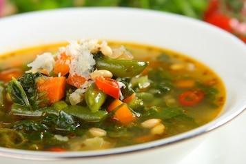 Zielona zupa warzywna