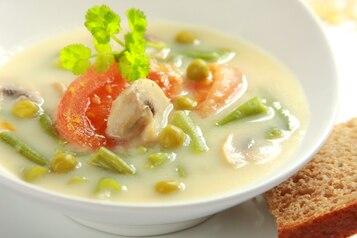 Zupa z fasolki szparagowej i pomidorów