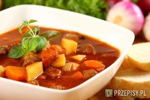 Zimowe zupy na rozgrzewkę. Gulaszowa