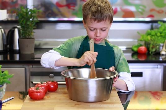 Sałatka muchomorki z niespodzianką - VIDEO - Krok 1