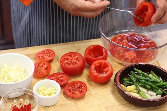 Итальянская запеканка из помидоров со шпинатом - Шаг 1