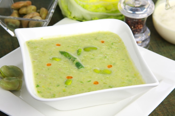 Aksamitna zupa z bobu ze szparagową nutą