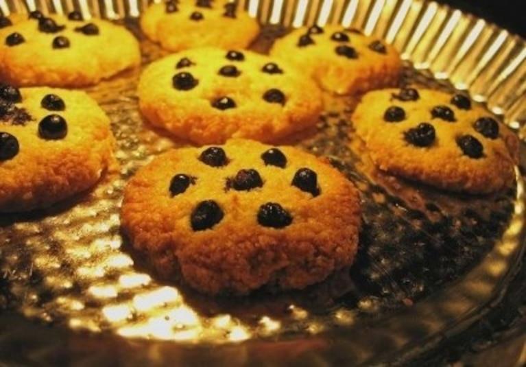 Bezglutenowe kruche ciasteczka z jagodami