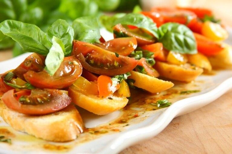 Bruschetta z marynowanymi pomidorami
