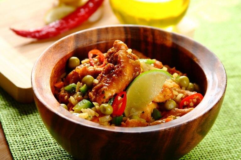 Chiński kurczak z ryżem i jajkiem