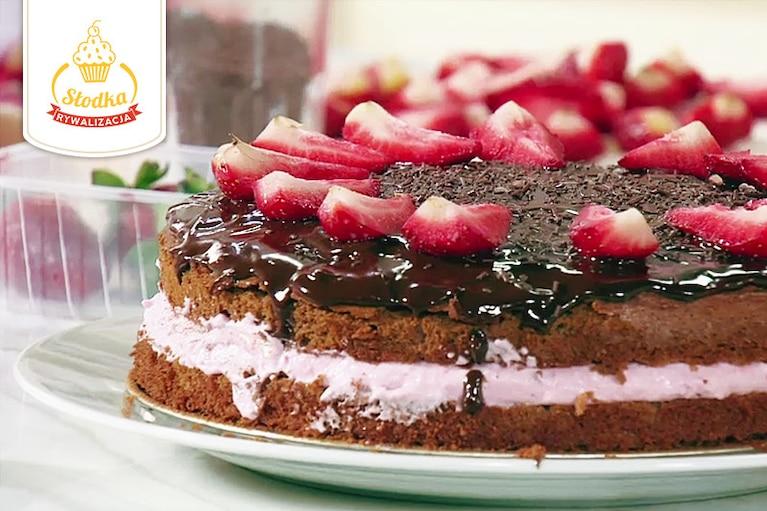 Ciasto czekoladowe z kremem truskawkowym