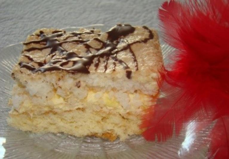 Ciasto z anansem i wiórkami kokosowymi