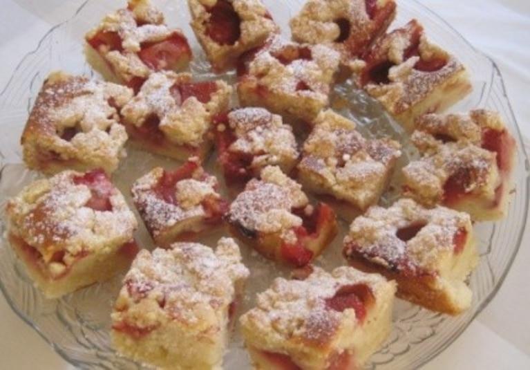 Ciasto z owocami i maslanka