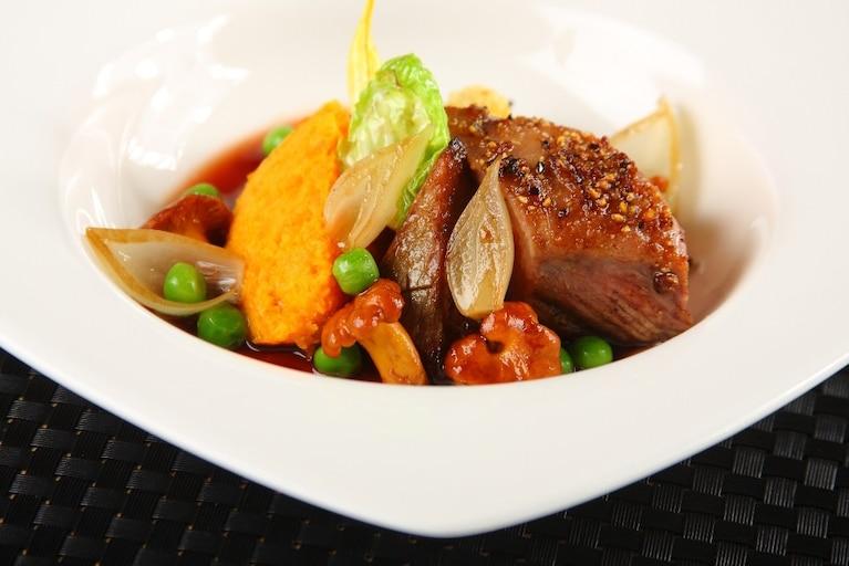 Comber  jagnięcy z sosem rabarbarowym