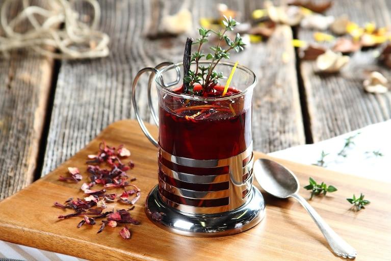 Czarna herbata z kwiatem hibiskusa i wanilią
