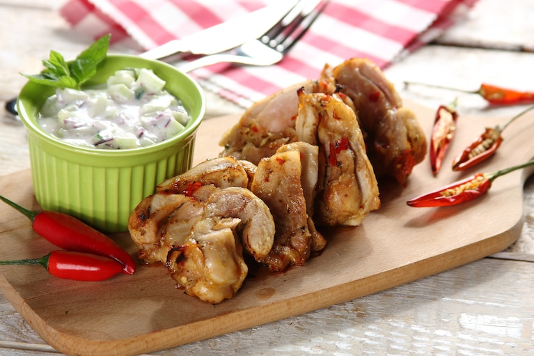 Extra pikantne udka z grilla z ogórkową salsą