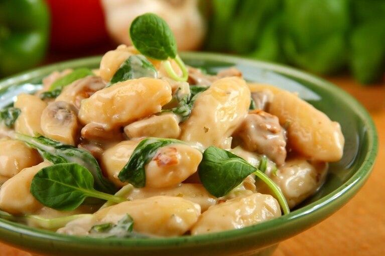 Gnocchi w sosie grzybowym ze szpinakiem