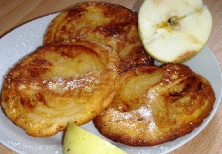 Gorące placuszki z jabłkami