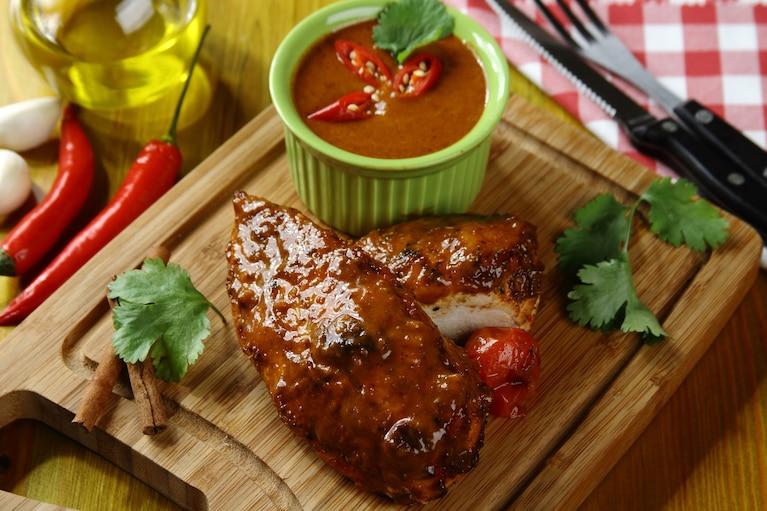 Grillowana pierś z kurczaka glazurowana sosem BBQ