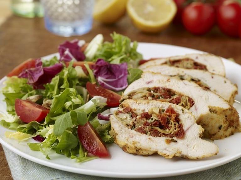 Grillowany kurczak ze śródziemnomorskim nadzieniem