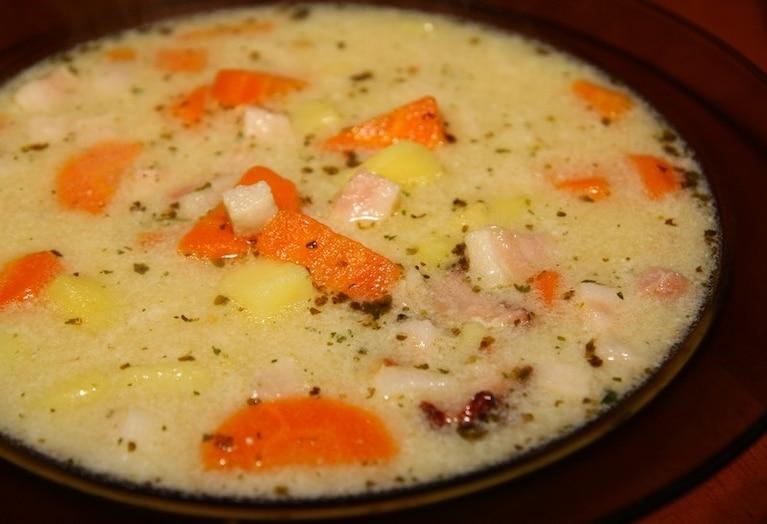 Grochówka z warzywami i boczkiem