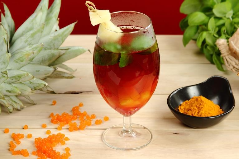 Herbata z ananasem i bazylią