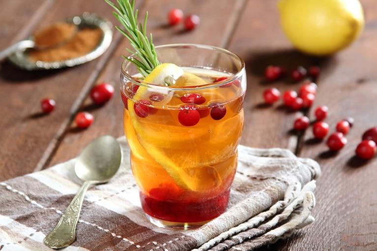 Herbata z syropem żurawinowym i rozmarynem