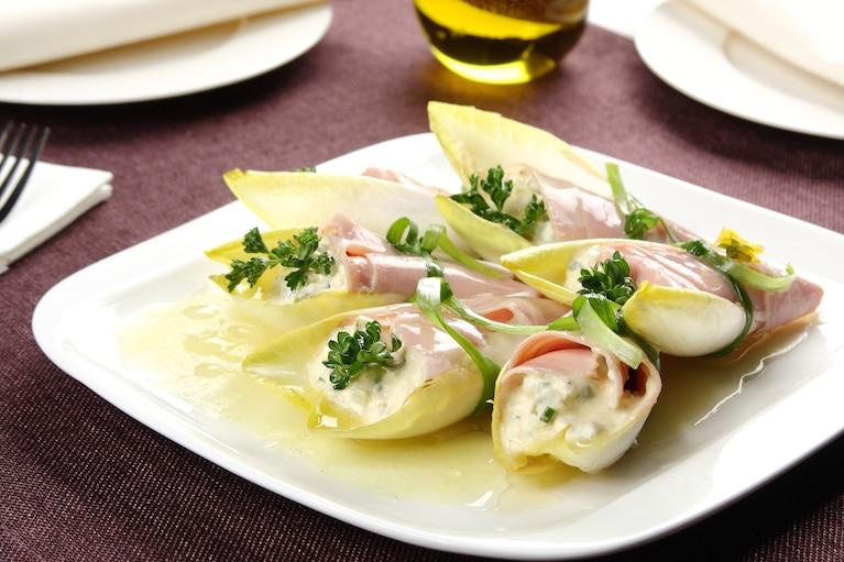 Rożki z szynki z sałatką jajeczną pod delikatną galaretką