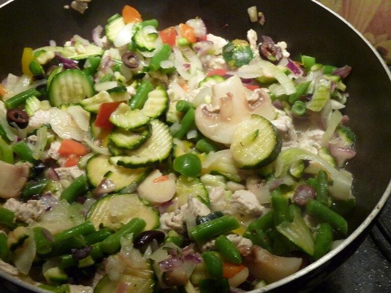 Indyk duszony w warzywach