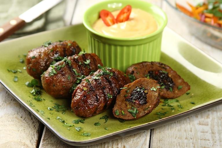 Kebab z mięsa mielonego z indyka ze śliwką