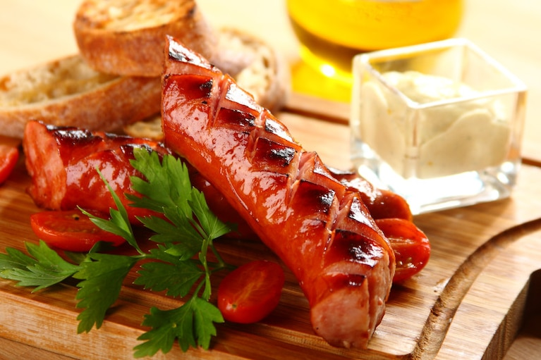 Kiełbasa z grilla z sosem chrzanowo-musztardowym