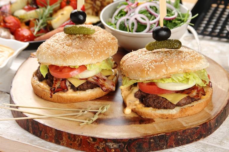 Klasyczny burger wołowy
