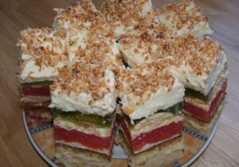 Kolorowe ciasto z posypką