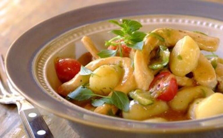 Kopytka z pesto z suszonych pomidorów