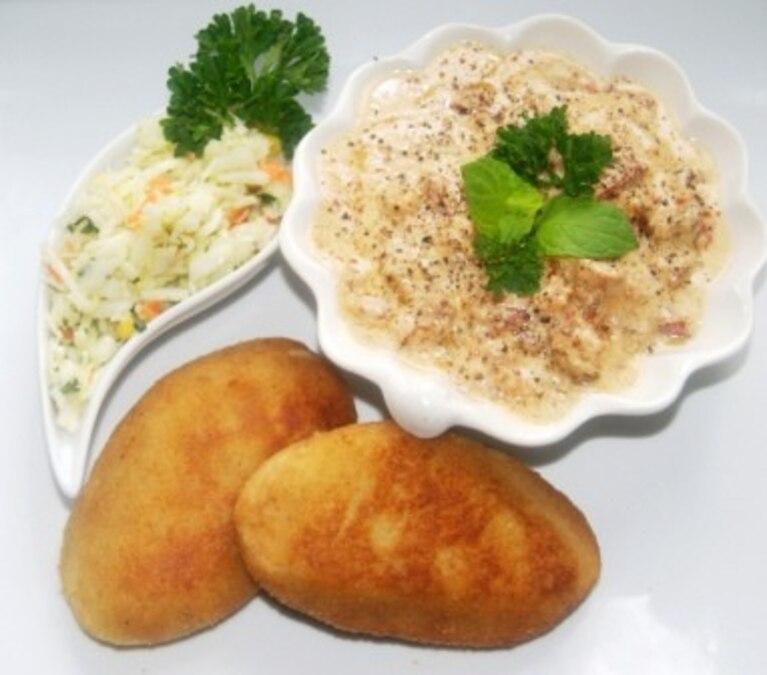 Kotlety ziemniaczane z sosem