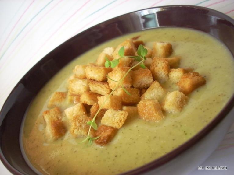 Kremowa zupa z cukinii z grzankami
