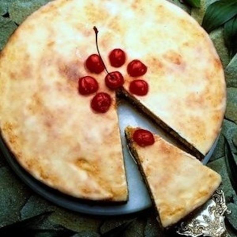 Kruchy tort czereśniowy