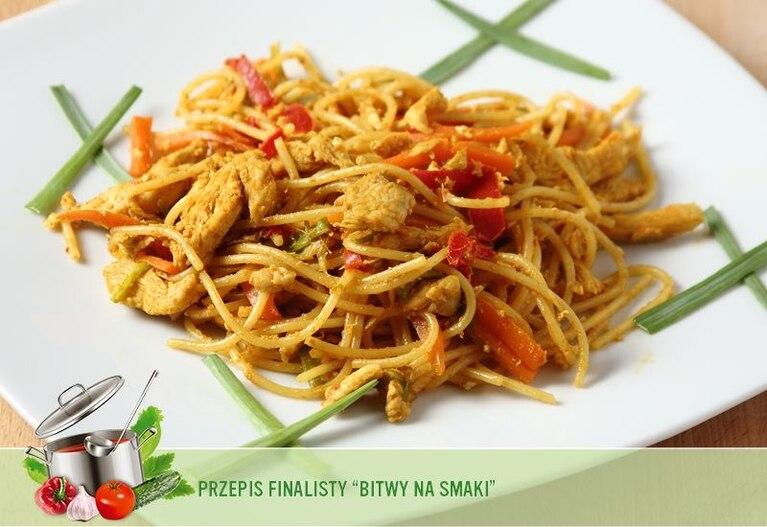 Kurczak orientalny z warzywami i makaronem