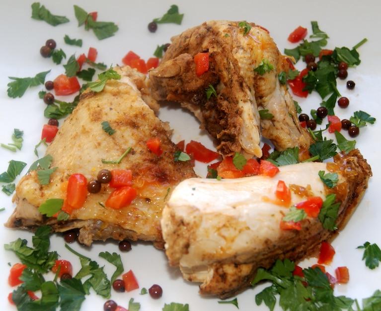 Kurczak z różowym pieprzem i marynowaną papryką