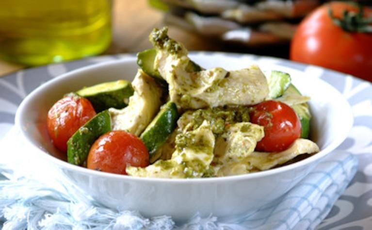 Kurczak z warzywami z bazyliowym sosem