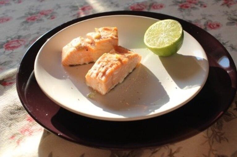 Łosoś limonkowo-czosnkowy