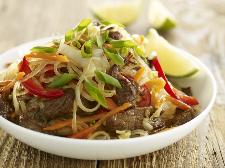 Makaron Lo mein zwołowiną ikapustą