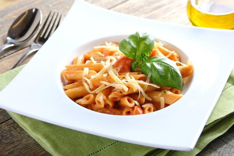Makaron w sosie pomidorowym z ziołami